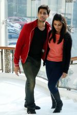 Parineeti Chopra, Sidharth Malhotra at Hasee Toh Phasee promotions in Delhi on 3rd Feb 2014 (21)_52f0835334494.JPG