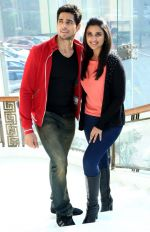 Parineeti Chopra, Sidharth Malhotra at Hasee Toh Phasee promotions in Delhi on 3rd Feb 2014 (24)_52f08353e64a3.JPG