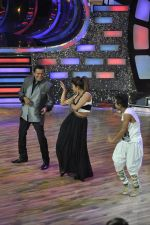 Priyanka Chopra, Mithun Chakraborty at the Promotion of Gunday on Dance India Dance in Famous, Mumbai on 3rd Feb 2014 (67)_52f086a6095eb.JPG