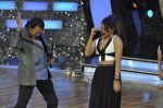 Priyanka Chopra, Mithun Chakraborty at the Promotion of Gunday on Dance India Dance in Famous, Mumbai on 3rd Feb 2014 (70)_52f086a667a49.JPG