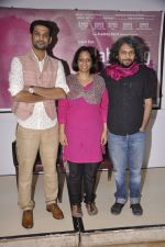 Sohum Shah, Nishtha Jain, Anand Gandhi at Press conference of documentary film Gulabi Gang in Press Club, Mumbai on 3rd Feb 2014 (27)_52f085581ad1f.JPG