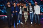 Priyanka Chopra, Arjun Kapoor, Ranveer Singh, Javed Jaffrey, Ravi Behl, Naved Jaffrey at gunday promotions on the sets of Boogie Woogie in Malad, Mumbai on 6th Feb 2014 (97 (100)_52f3d90931169.JPG