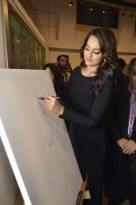 Sonakshi Sinha at neeraj goswami exhibition  hosted by chhaya Momaya in Jehangir Art Gallery, Mumbai on 5th Feb 2014 (178)_52f3c1db8ddcd.JPG