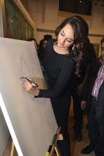 Sonakshi Sinha at neeraj goswami exhibition  hosted by chhaya Momaya in Jehangir Art Gallery, Mumbai on 5th Feb 2014 (181)_52f3c1dcb3b60.JPG