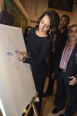Sonakshi Sinha at neeraj goswami exhibition  hosted by chhaya Momaya in Jehangir Art Gallery, Mumbai on 5th Feb 2014 (182)_52f3c1dd1ae35.JPG