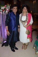 Music Dir Anand Raj Anand at Music Maestro Pt. Bhavdeep Jaipurwale_s Son Sudeep Jaipurwale_s Sangeet on 5th Feb 2014_52f4a2f90efe5.JPG