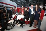 Sameera Reddy Unveils Vardenchi T5- India_s first ultra premium motorcycle at Auto Expo 2014 (3)_52f7832e63635.jpg