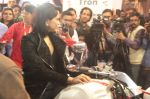 Sameera Reddy Unveils Vardenchi T5- India_s first ultra premium motorcycle at Auto Expo 2014 (4)_52f7832fc95c3.jpg