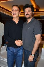 Vidhu Vinod Chopra, Anil Kapoor at the launch of Sagar Movietone in Khar Gymkhana, Mumbai on 11th Feb 2014 (32)_52fb1d5a23bd4.JPG