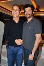 Vidhu Vinod Chopra, Anil Kapoor at the launch of Sagar Movietone in Khar Gymkhana, Mumbai on 11th Feb 2014 (33)_52fb1d5a9744a.JPG