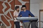 Sunidhi Chauhan with her husband Hitesh Sonik  at the recording of Amol Gupte_s music video in Mumbai on 16th feb 2014 (62)_5301a660e852c.JPG