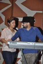 Sunidhi Chauhan with her husband Hitesh Sonik  at the recording of Amol Gupte_s music video in Mumbai on 16th feb 2014 (70)_5301a66301567.JPG