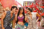Priyanka Chopra, Ranveer Singh, Arjun Kapoor in the still from movie Gunday (5)_530594220afa4.jpg