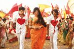 Priyanka Chopra, Ranveer Singh, Arjun Kapoor in the still from movie Gunday (6)_5305942355cd4.jpg