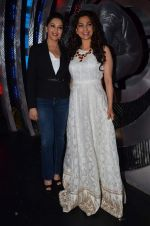Madhuri Dixit, Juhi Chawla on the sets of Boogie Woogie in Mumbai on 20th Feb 2014 (62)_5306f33bcc89a.JPG