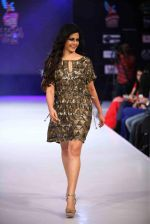 Koel Mallick walks for Rocky S on day 2 of Bengal Fashion Week on 22nd Feb 2014 (61)_5309f6130519e.jpg