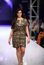 Koel Mallick walks for Rocky S on day 2 of Bengal Fashion Week on 22nd Feb 2014 (64)_5309f614715a3.jpg