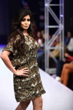 Koel Mallick walks for Rocky S on day 2 of Bengal Fashion Week on 22nd Feb 2014 (67)_5309f616cc792.jpg