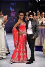 Reshmi Ghosh walks for designer AD Singh at Bengal Fashion Week day 2 on 22nd Feb 2014 (1)_5309f4ce2059a.jpg