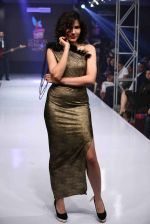 Sonali Sehgal walk for designer Manoviraj Kosla in the Grand Finale of Bengal Fashion Week 2014 on 24th Feb 2014 (36)_530c25d62e4bb.jpg