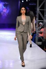 Model walk the ramp for Aslam Khan at Bengal Fashion Week on 23rd Feb 2014 (33)_530c9f0bc02a6.jpg