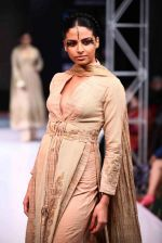 Model walk the ramp for Mona Pali at Bengal Fashion Week on 23rd Feb 2014 (10)_530c9f0f13ad1.jpg