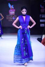 Model walk the ramp for Mona Pali at Bengal Fashion Week on 23rd Feb 2014 (27)_530c9f154882d.jpg