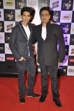 Armaan Malik, Dabboo Malik at Radio Mirchi music awards in Yashraj on 27th Feb 2014 (24)_53107c63bc841.JPG