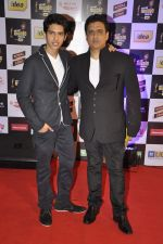 Armaan Malik, Dabboo Malik at Radio Mirchi music awards in Yashraj on 27th Feb 2014 (25)_53107c641fc14.JPG