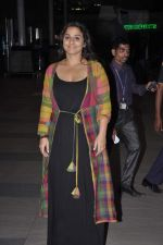Vidya Balan snapped at Airport in Mumbai on 27th Feb 2014 (25)_5310791956f9b.JPG