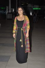Vidya Balan snapped at Airport in Mumbai on 27th Feb 2014 (26)_53107919aaa9f.JPG