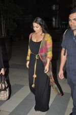 Vidya Balan snapped at Airport in Mumbai on 27th Feb 2014 (27)_5310791a0c4da.JPG
