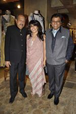 Tinnu Anand at Urvashi Kaur_s collection launch in Ensemble, Mumbai on 28th Feb 2014 (80)_53118be6230f3.JPG