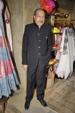 Tinnu Anand at Urvashi Kaur_s collection launch in Ensemble, Mumbai on 28th Feb 2014 (90)_53118be7e0129.JPG