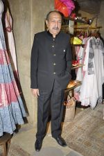 Tinnu Anand at Urvashi Kaur_s collection launch in Ensemble, Mumbai on 28th Feb 2014 (91)_53118be9c963f.JPG