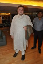 Johnny Lever, Nitin Mukesh with celebs protest Subrata Roy_s arrest in Mumbai on 2nd March 2014 (46)_53141e1e9d4b5.JPG