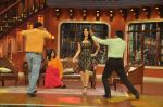 Sunny Leone, Ekta Kapoor on the sets of Comedy Nights with Kapil in Filmcity, Mumbai on 4th March 2014 (55)_5316c723f40d8.JPG