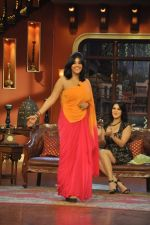 Sunny Leone, Ekta Kapoor on the sets of Comedy Nights with Kapil in Filmcity, Mumbai on 4th March 2014 (64)_5316c724968d4.JPG