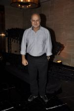 Anupam Kher at the Viewing of In an Artists Mind - IV presented by Reshma Jani and Shwetambari Soni of Gallerie Angel Art along with Sanjay Gupta on 6th March 2014 (66)_5319aa8c506a9.JPG