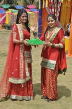Shefali Sharma, Neha Bagga at Colors Holi bash in Malad, Mumbai on 9th March 2014 (50)_531da2cf3458f.JPG