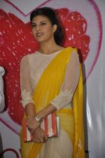 Jacqueline Fernandez at The Love Diet book launch in Bandra, Mumbai on 11th March 2014 (34)_532044082df20.JPG