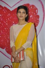 Jacqueline Fernandez at The Love Diet book launch in Bandra, Mumbai on 11th March 2014 (35)_5320440884ef6.JPG