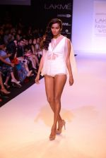 Model walk for Nikhil Thampi Show at LFW 2014 Day 1 in Grand Hyatt, Mumbai on 12th March 2014 (40)_53204efde220c.JPG