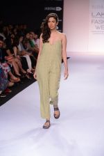 Model walk for Nishka Lulla Show at LFW 2014 Day 1 in Grand Hyatt, Mumbai on 12th March 2014 (34)_53204f134b69d.JPG