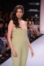Model walk for Nishka Lulla Show at LFW 2014 Day 1 in Grand Hyatt, Mumbai on 12th March 2014 (36)_53204f141d68a.JPG