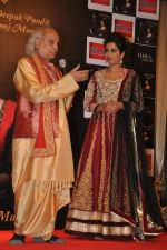 Pandit Jasraj, Shreya Ghoshal at Shreya Ghoshal_s new alnum launch in Sea Princess, Mumbai on 11th March 2014 (87)_532000a0e9107.JPG