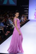 Model walk for Abdul Halder Show at LFW 2014 Day 2 in Grand Hyatt, Mumbai on 13th March 2014 (31)_53219e1dc8ae5.JPG