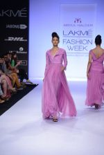 Model walk for Abdul Halder Show at LFW 2014 Day 2 in Grand Hyatt, Mumbai on 13th March 2014 (32)_53219e1e36567.JPG
