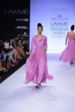 Model walk for Abdul Halder Show at LFW 2014 Day 2 in Grand Hyatt, Mumbai on 13th March 2014 (33)_53219e1eac218.JPG