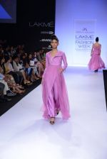 Model walk for Abdul Halder Show at LFW 2014 Day 2 in Grand Hyatt, Mumbai on 13th March 2014 (34)_53219e1f2dcb5.JPG